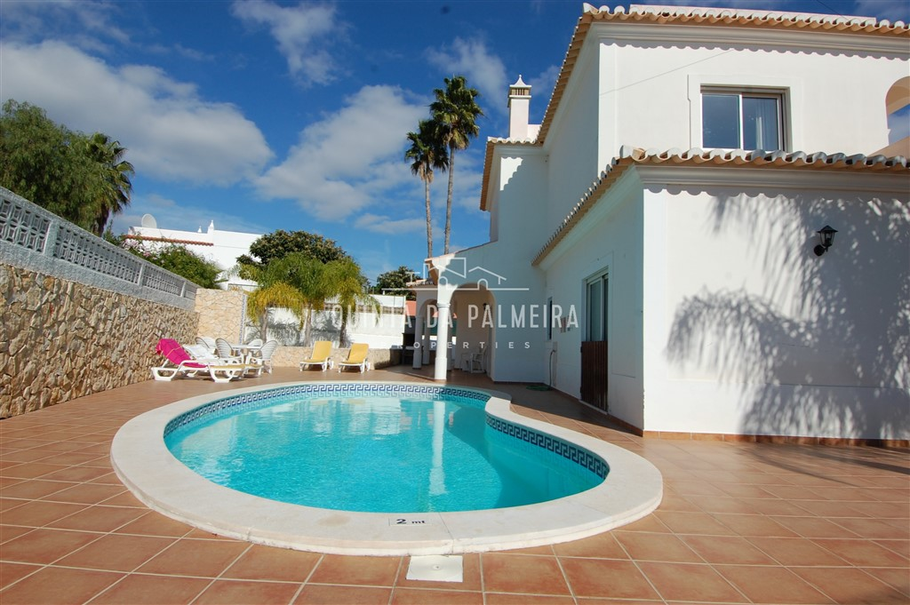 This immaculately-maintained villa for sale is in a tranquil village location, and is within an easy 5 minute drive to several beaches and golf.