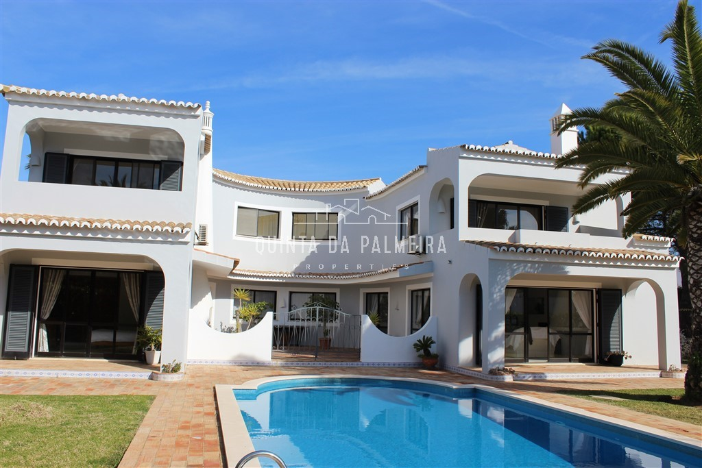 Charming villa set within the exclusive Algarve Clube Atlântico Resort