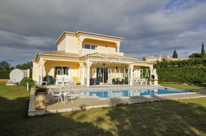 Attractive two storey 4 bedroom Villa situated in a tranquil location on a prestigious golf course