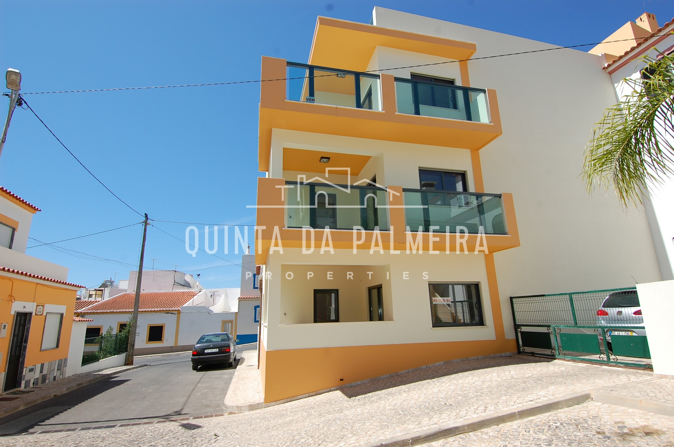 A block of 3x units – one bedroom apartments located in Ferragudo